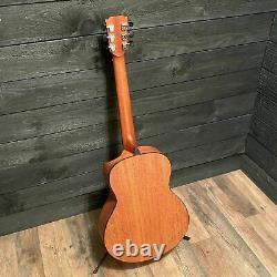 Traveler Redlands Concert Spruce Acoustic Electric Guitar with Gigbag